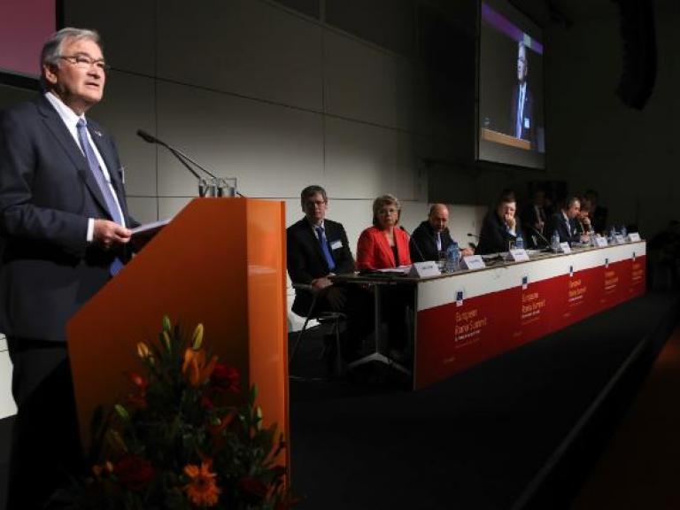 Zoni Weisz at the 3r Roma Summit © European Commission http://ec.europa.eu